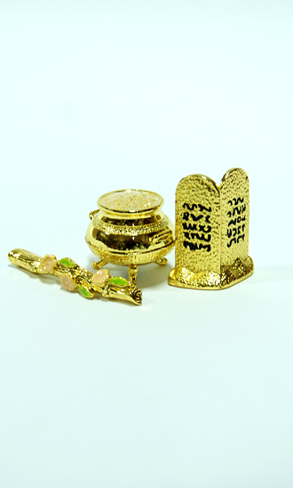 the contents found in the ark of the covenant